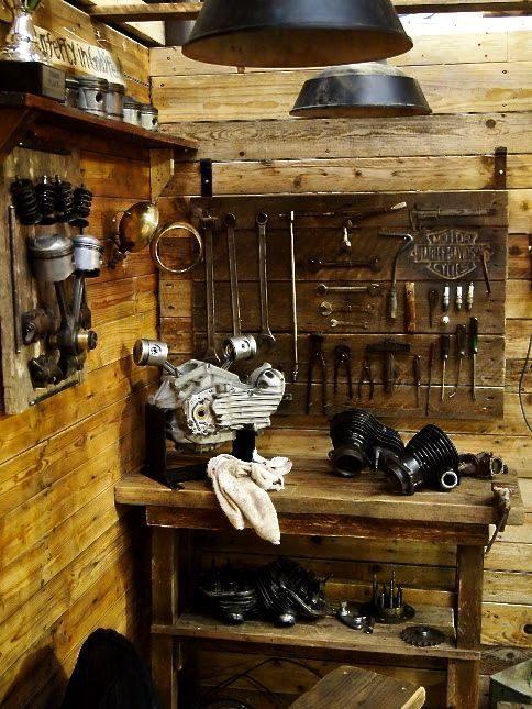 inside-harley-davidson-shed-600x400